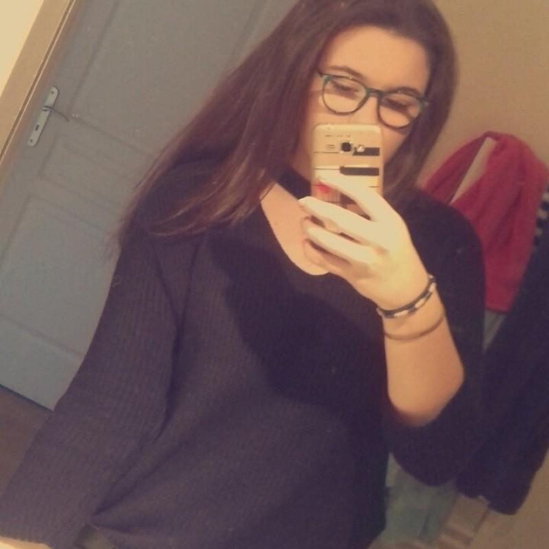 Pwiic.com - @alex0301 : je m'appel Alexandra j'ai 16 ans , et je recherche un petit boulot pour ...